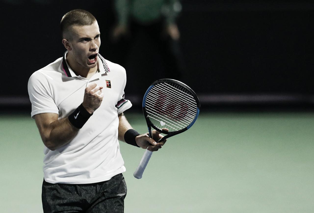 Coric sofre contra lucky loser Vesely, mas segue à segunda rodada em Dubai