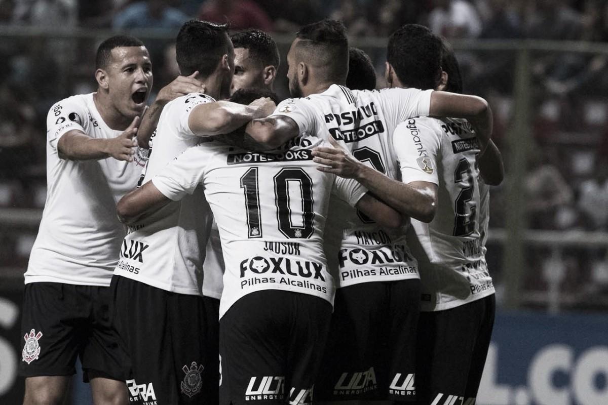 Em busca do G-6 no Brasileirão, Corinthians enfrenta Santos em clássico paulista