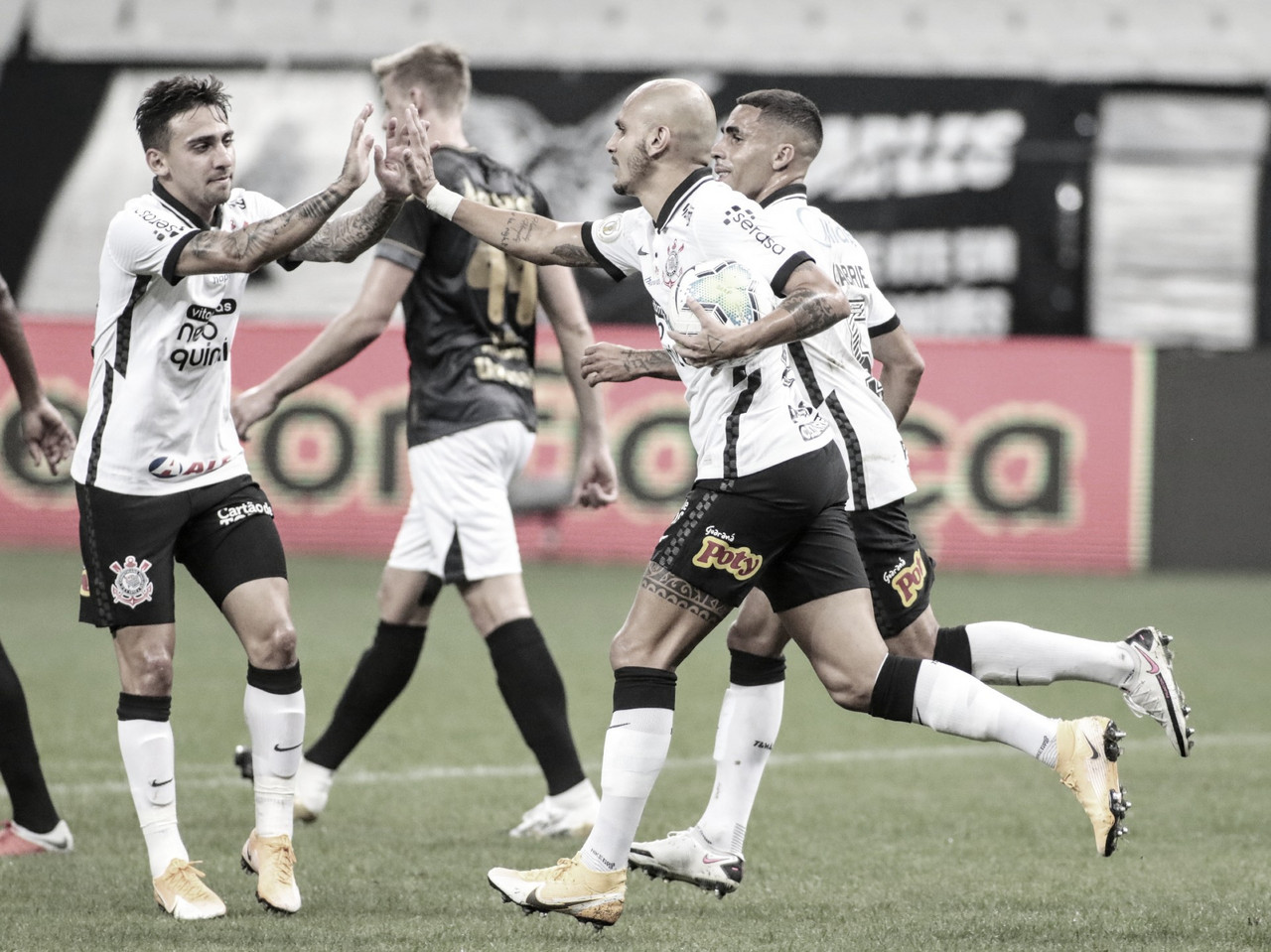 Corinthians vence confronto direto contra Ceará e ganha força por vaga na Libertadores