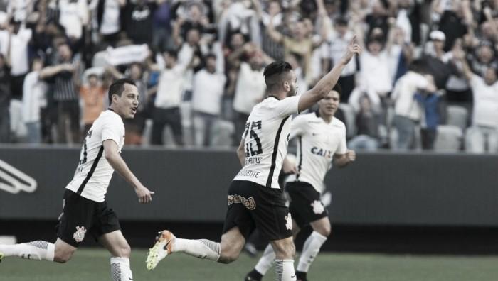 Corinthians encara Santa Cruz visando voltar ao G-4 do Brasileirão