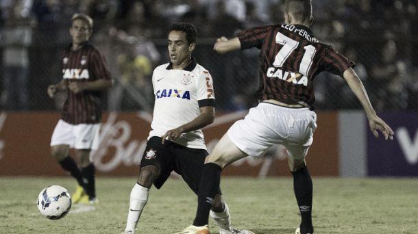 Em jogo ruim, Corinthians e Furacão ficam no empate