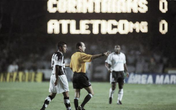 Em 1999, Corinthians e Atlético-MG se enfrentavam na final do Brasileirão; relembre