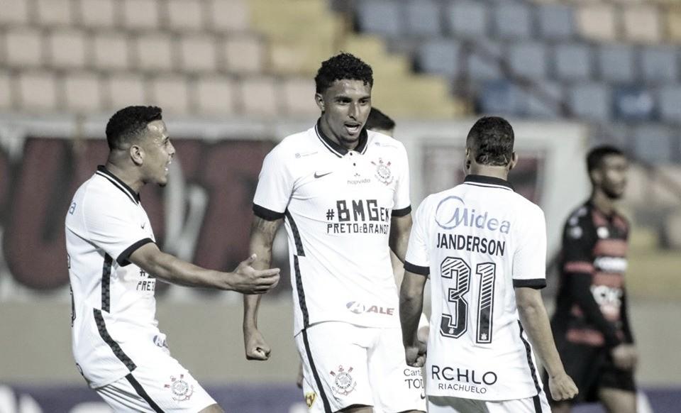 """Éderson comemora classificação e primeiro gol pelo Corinthians: """"Noite especial"""""""