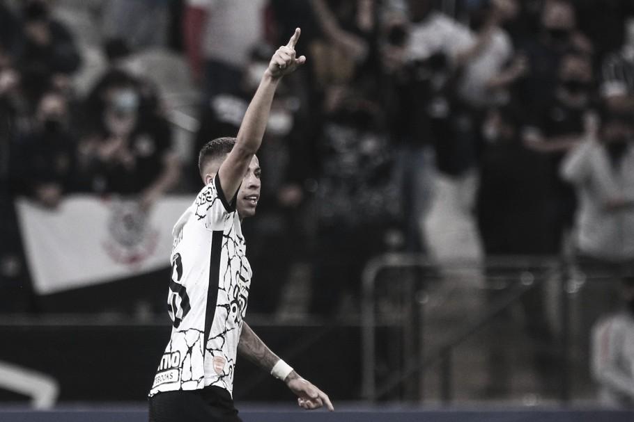 Em jogo pouco inspirado, Corinthians arranca vitória contra Fluminense e se mantém no G-6