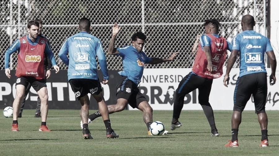 Corinthians treina para encarar o CSA e Gil fica perto de sua reestreia