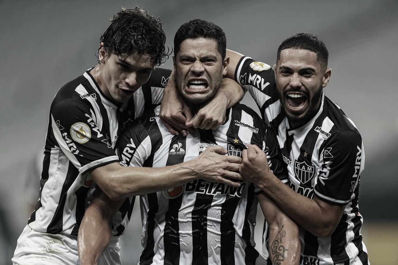 Atlético-MG derrota Corinthians de virada e cola no líder Palmeiras