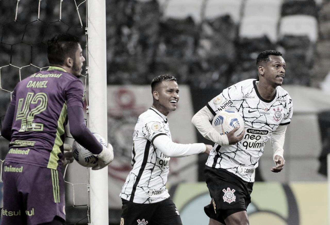 Corinthians é superior ao Inter, mas fica no empate em jogo de arbitragem polêmica