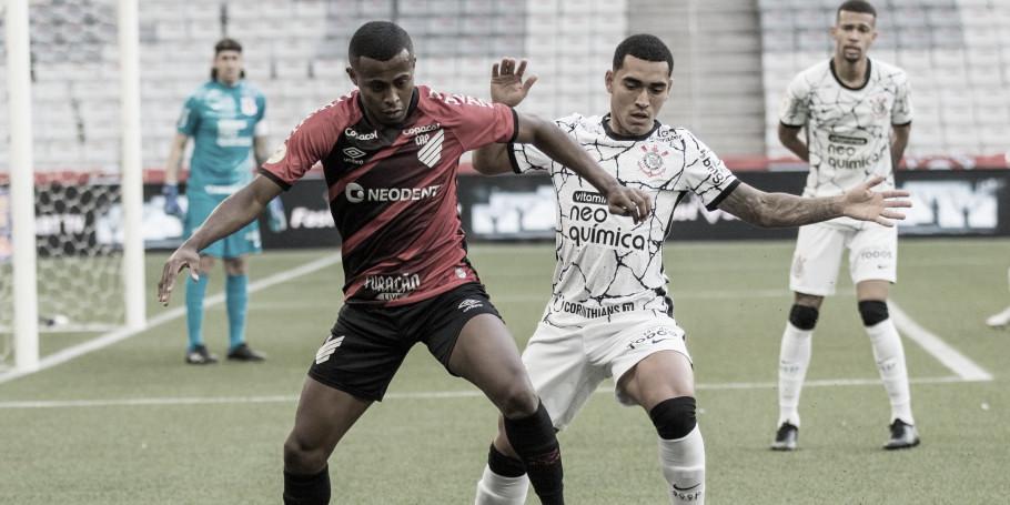 Corinthians vence Athletico-PR fora de casa e entra no G-6