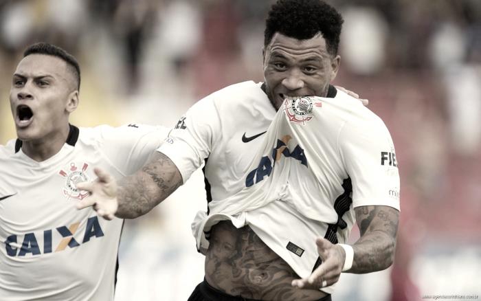Kazim brilha, Corinthians vence Audax e assume liderança do Grupo A