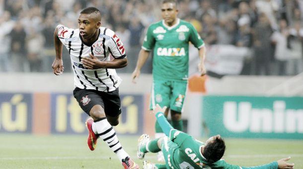 Corinthians volta a tropeçar, fica no empate com a Chapecoense e pode sair do G-4
