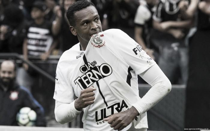 """Iluminado, Jô destaca ano de superação: """"Jogar no Corinthians tem que ser com pressão"""""""