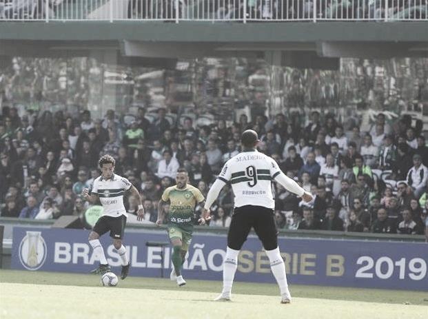 Diante de quase 40 mil torcedores, Rodrigão brilha e garante vitória do Coritiba sobre Cuiabá