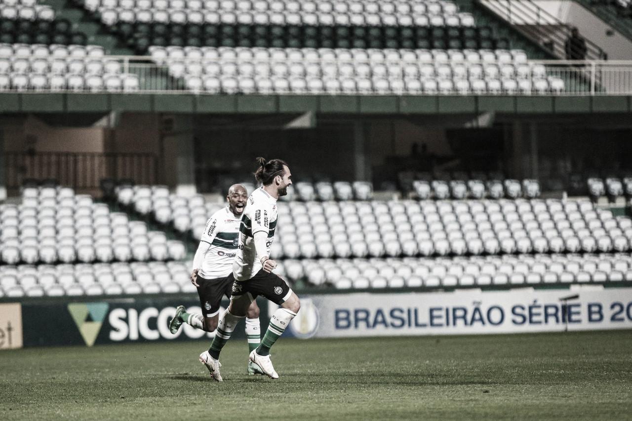 Coritiba vence Vila Nova e se isola na liderança da Série B