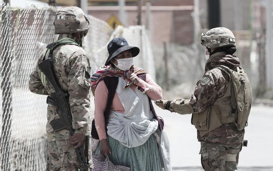Governo interino da Bolívia é acusado de criar medida que fere liberdade de expressão