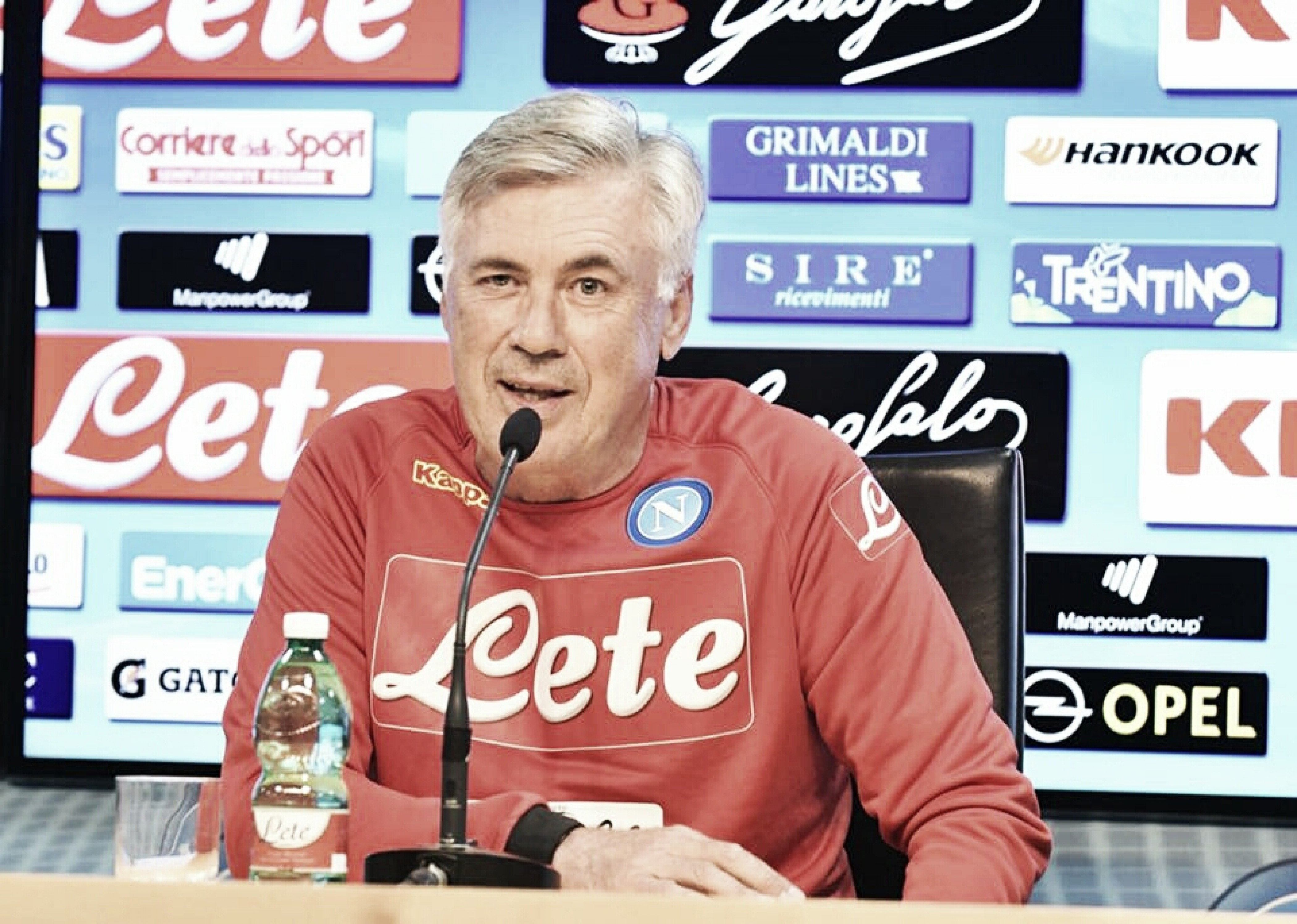 """Ancelotti mostra confiança em recuperação do Napoli na UCL: """"Podemos ganhar de todos"""""""