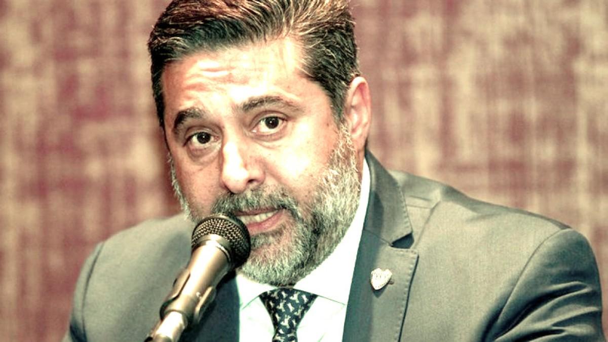 Daniel Angelici, furioso en su visita al plantel
