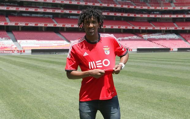 Benfica apresenta oficialmente lateral ex- São Paulo, Bruno Cortez