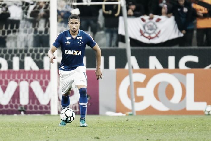 """Zagueiro Murilo fala sobre chance de ser titular no Cruzeiro: """"Agarrei com unhas e dentes"""""""