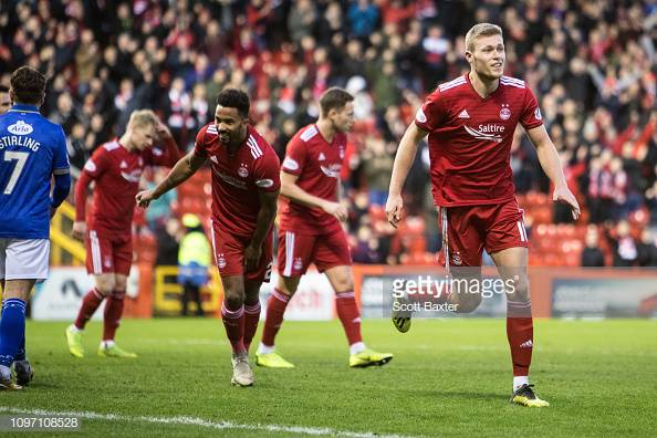Aberdeen 1-1 HibernianNine-man Dons snatch Pittodrie point