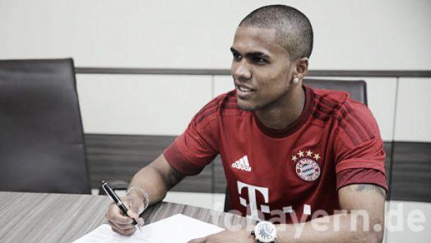 Bayern Munich sign Douglas Costa for €30million euros