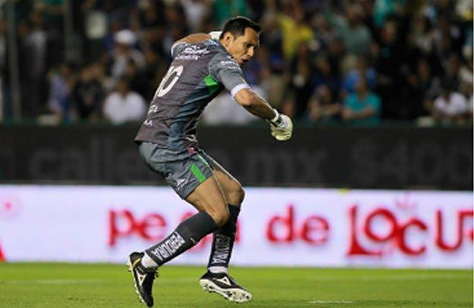 Celebra León su primera victoria en casa con Ambriz