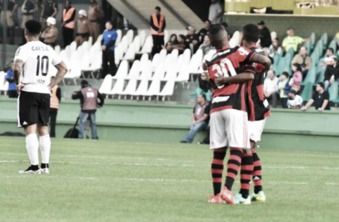 Guerrero marca de novo, Flamengo vence Coritiba fora de casa e cola no G-4