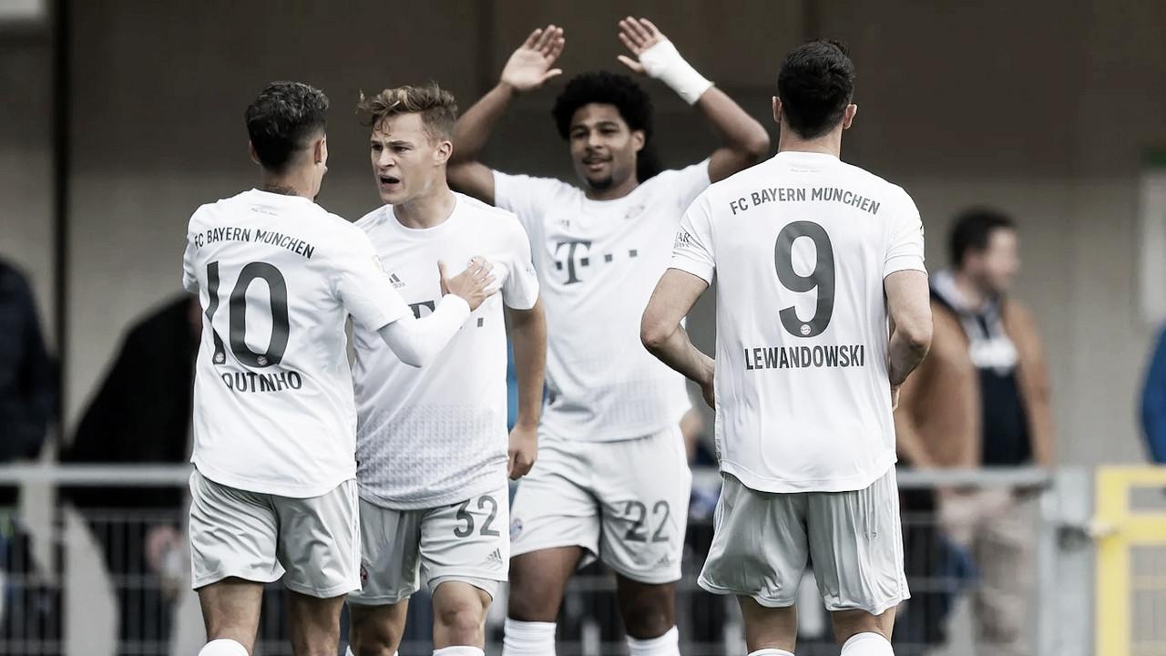 Com bela atuação de Philippe Coutinho, Bayern vence Paderborn e assume liderança isolada