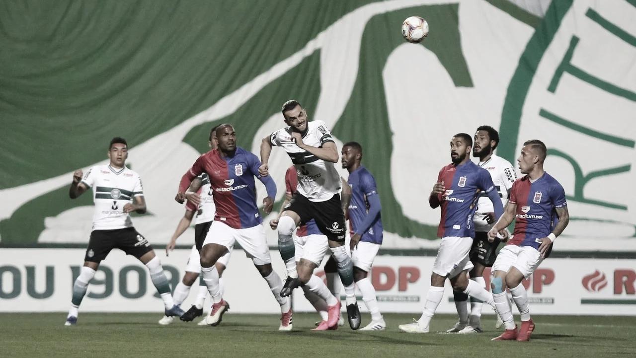 Em casa, Coritiba vence Paraná e avança à semifinal