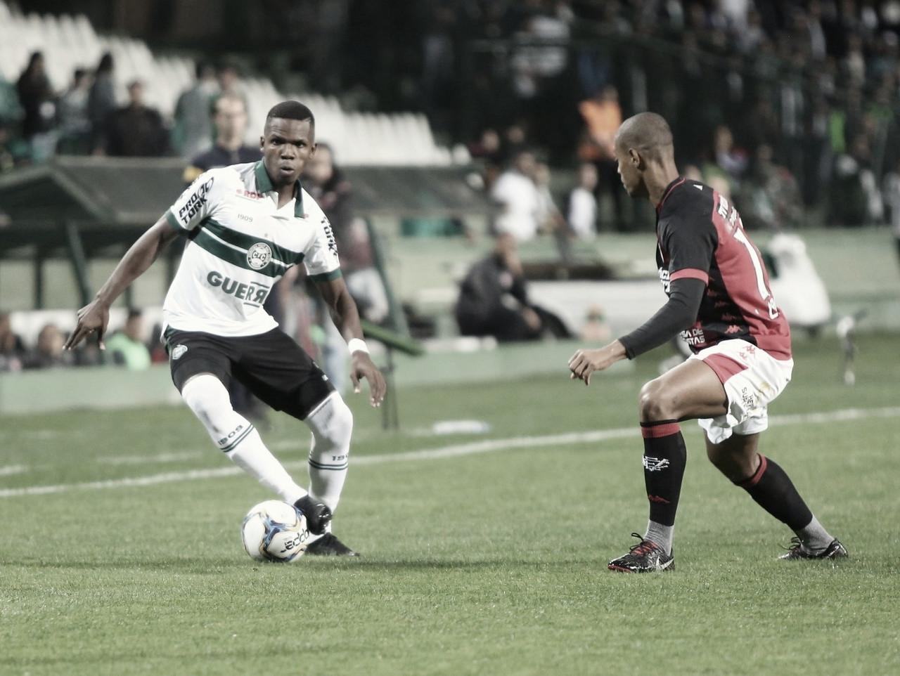 Coritiba tropeça no Vitória e fica no empate em jogo movimentado no Couto Pereira