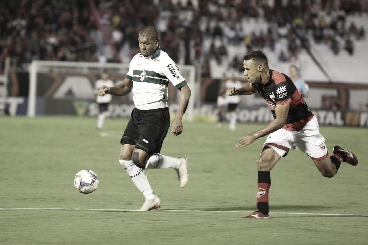 Em disputa no alto da tabela, Coritiba recebe Atlético-GO pela Série B