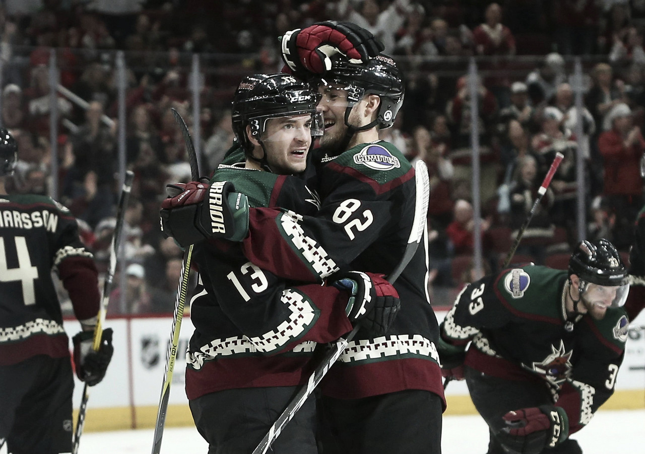 Arizona Coyotes strike Tampa Bay Lightning for seven goals