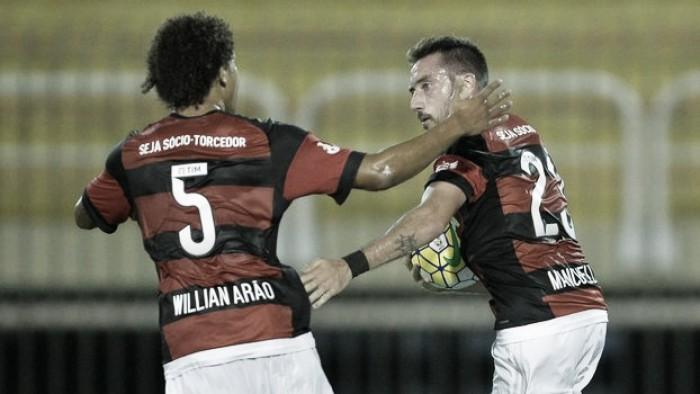 Mancuello marca, Flamengo vence Atlético-PR e dorme na liderança do Brasileirão
