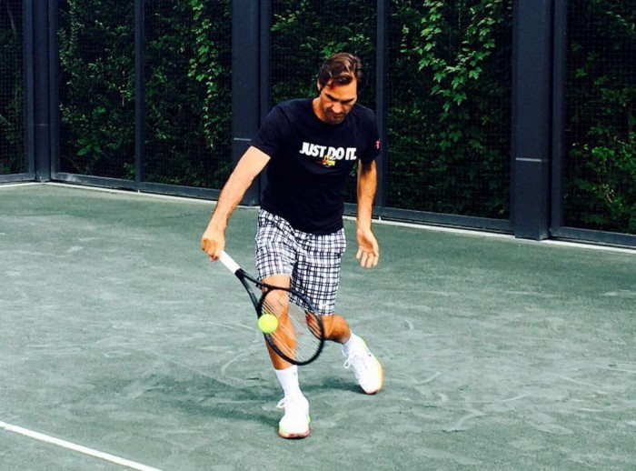 Federer si allena, messaggio positivo