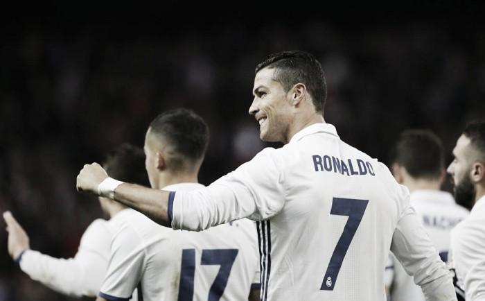 Liga, il Real demolisce l'Atletico nel derby grazie a una tripletta di Ronaldo (0-3)