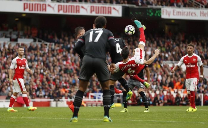 Arsenal di rimonta sul Southampton: Cazorla all'ultimo firma il rigore vincente (2-1)