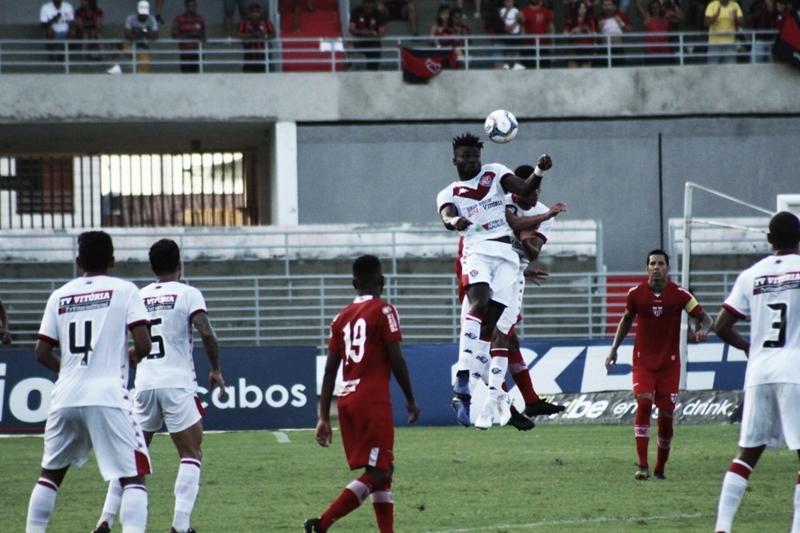 Vitória bate CRB em Alagoas e deixa Z-4 da Série B