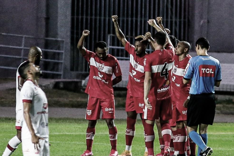 CRB 2 a 1 Náutico (CR Brasil/Divulgação)