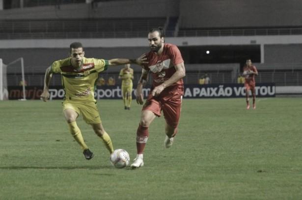 CRB pressiona, mas toma gol no fim e apenas empata com lanterna Sampaio Corrêa