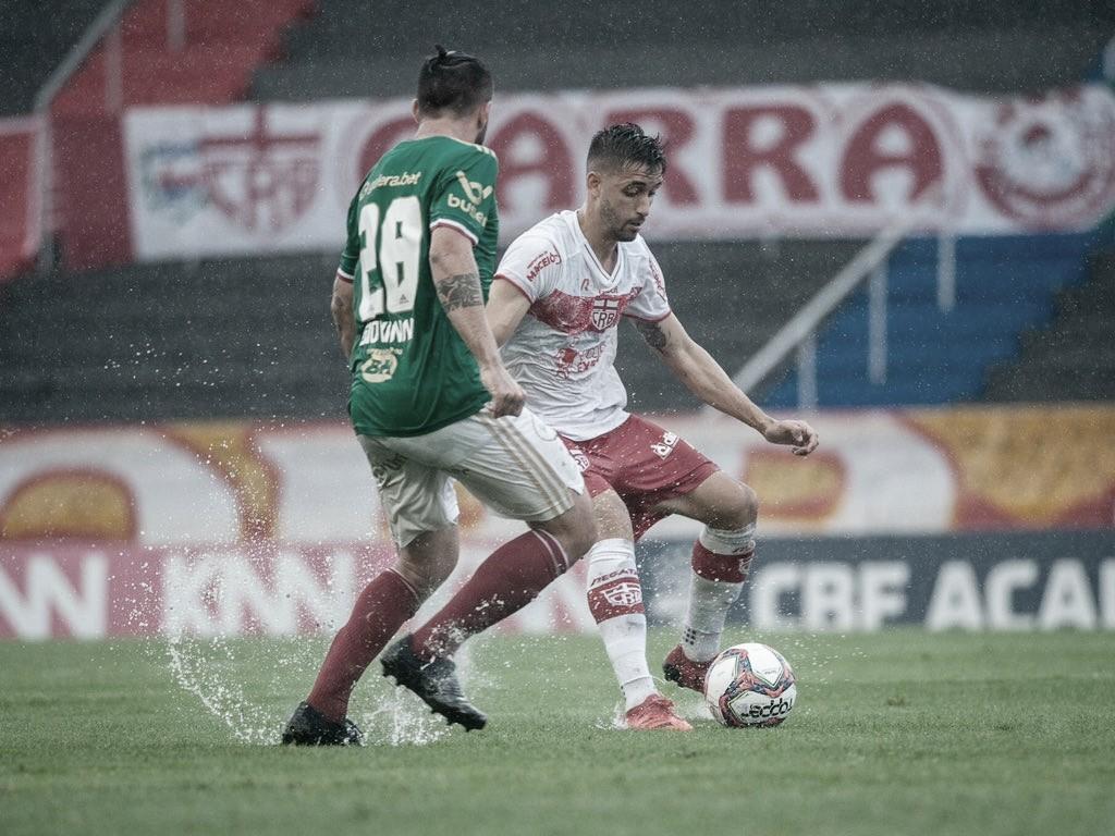 Sob muita chuva, CRB e Cruzeiro empatam, mas mantêm fase invicta na Série B
