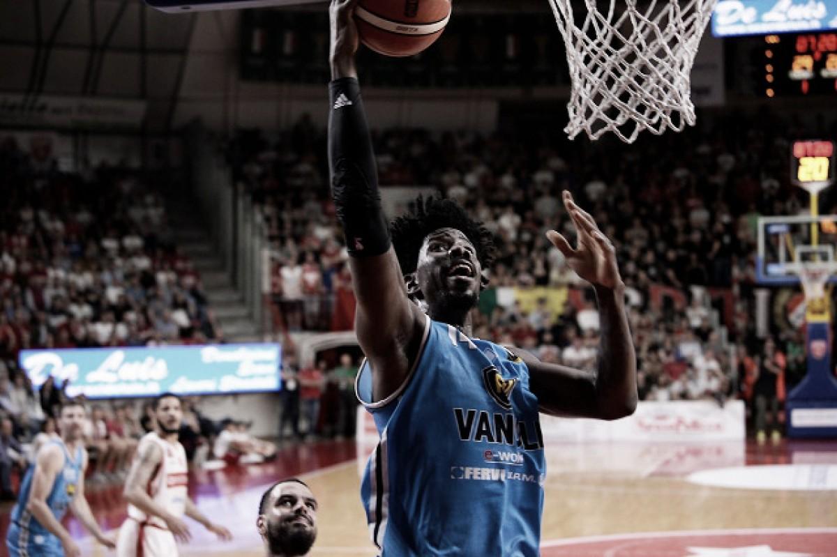 Legabasket Serie A - Cremona festeggia e fa retrocedere Capo, Pesaro umiliata ma salva