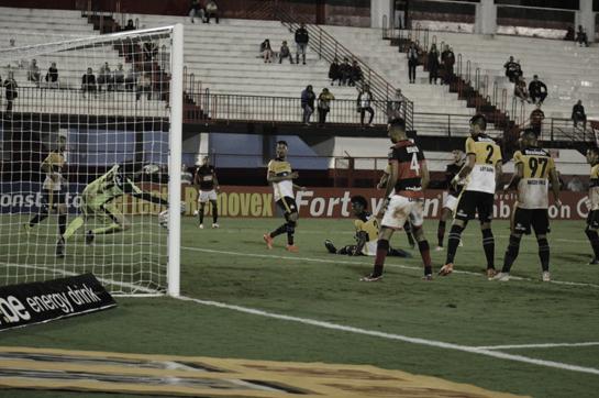 Em lutas diferentes, Criciúma e Atlético-GO se enfrentam pela Série B