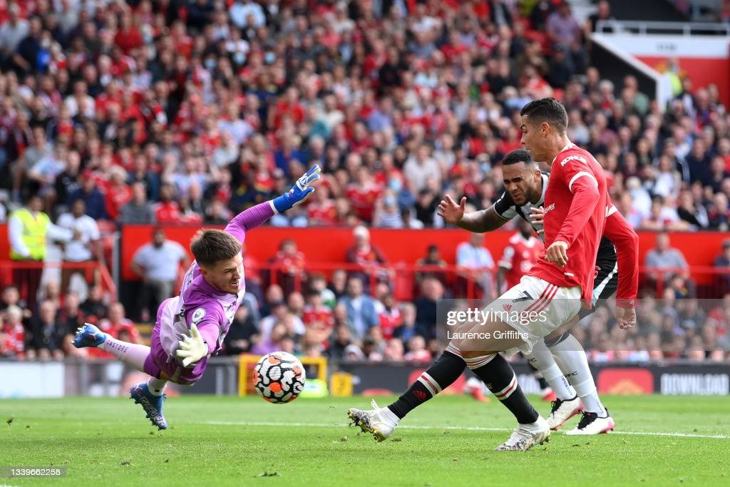 Manchester United 4-1 Newcastle United: Cristiano Ronaldo scores twice on Old Trafford return