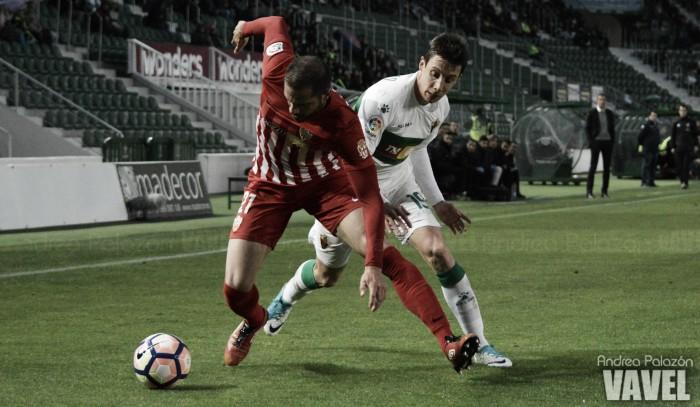 La UD Almería suma, sigue y sale del descenso