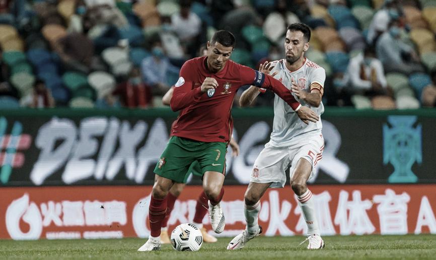 Cristiano Ronaldo y Busquets durante el partido FOTO: @SeFutbol