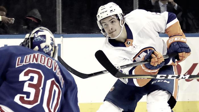 Un Barzal de record, aterriza en la NHL pisando fuerte