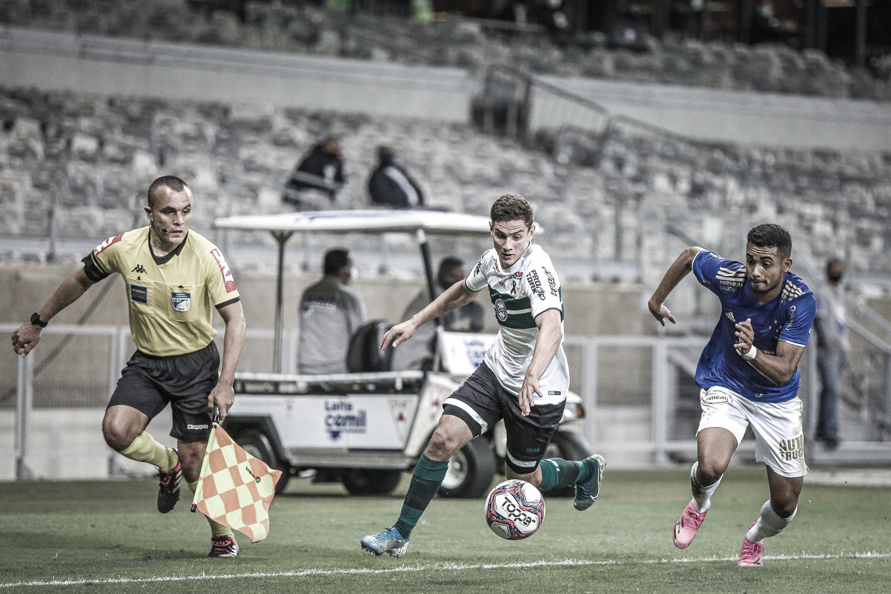Sem surpresas, Cruzeiro e Coritiba empatam em jogo de pouca inspiração