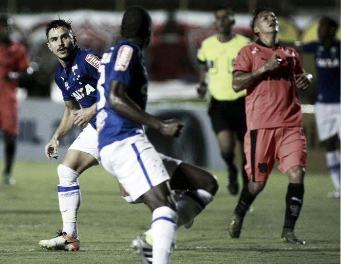 Willian brilha e Cruzeiro vence Vitória fora de casa pela Copa do Brasil