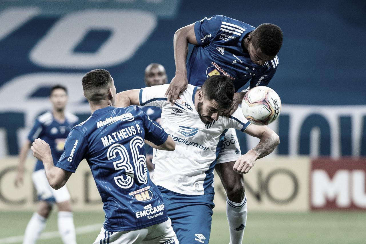 Avaí suporta pressão, mata no contra-ataque e supera Cruzeiro na Série B