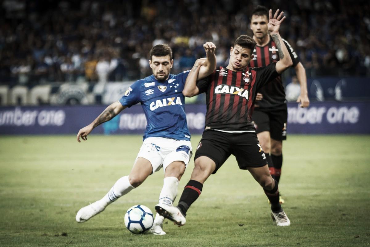 Cruzeiro e Atlético-PR duelam com objetivos distintos pelo Brasileirão