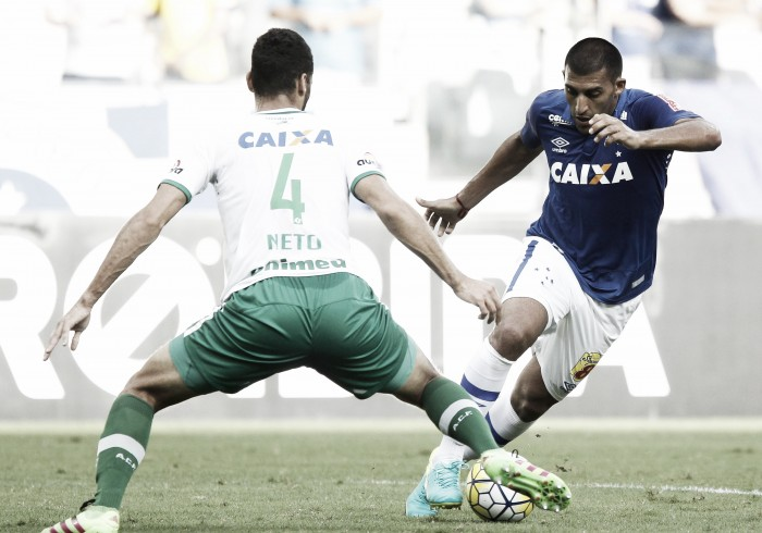 Cruzeiro e Chapecoense ficam no empate em jogo de duas bolas na trave e defesa de pênalti